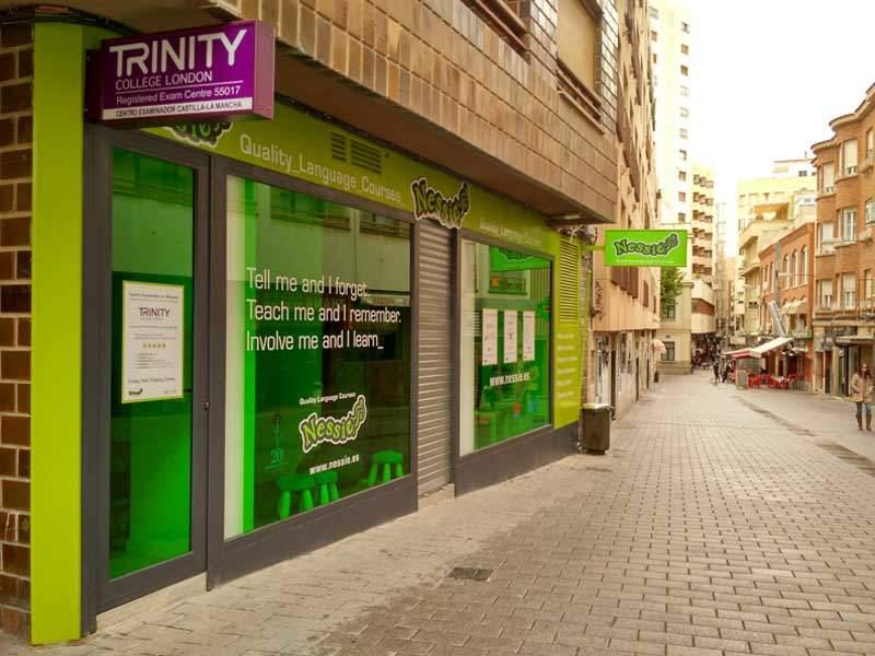 Nessie Quality Language Courses, en calle Mayor, 52, Albacete
